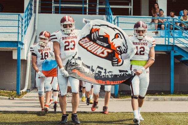 «Мишки» перед матчем с «Грифонами» в Зеленограде, 30 июля 2016г. Фото: Руслан Тохтиев