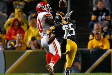 PITTSBURGH, PA - OCTOBER 02:  Artie Burns #25 of the Pittsburgh Steelers breaks up a pass intended for Tyreek Hill #10 of the Kansas City Chiefs in the second half during the game at Heinz Field on October 2, 2016 in Pittsburgh, Pennsylvania. (Photo by Justin K. Aller/Getty Images)
