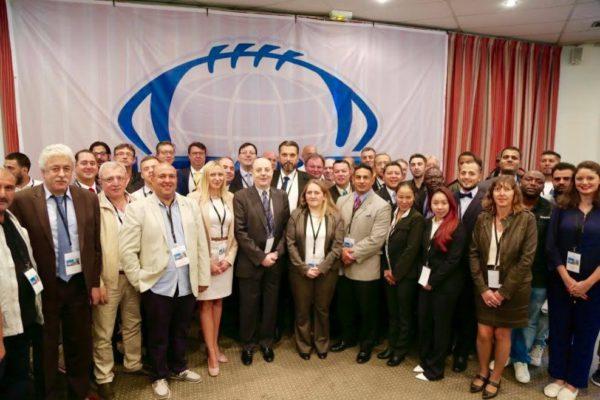 Групповое фото делегатов съезда ИФАФ в Париже сразу после очередного переизбрания Томми Викинга на пост президента