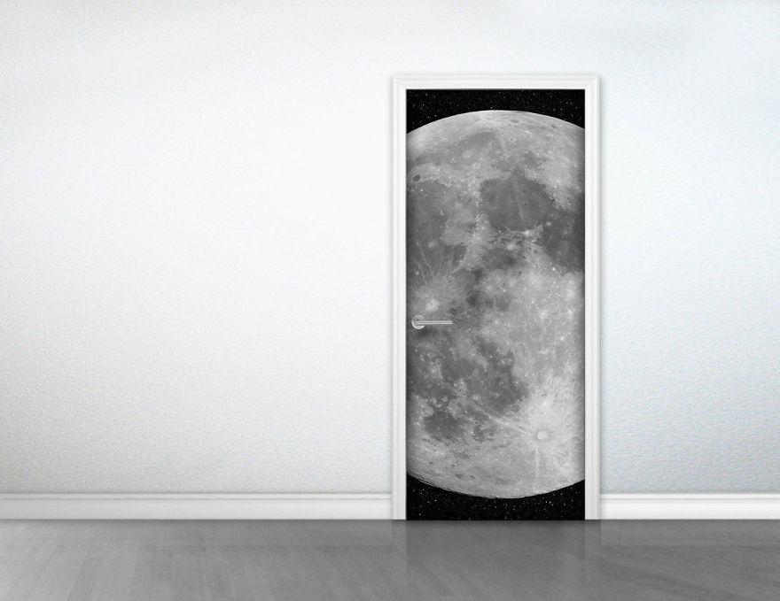 Космическая тема в интерьере - лунный стикер на дверь