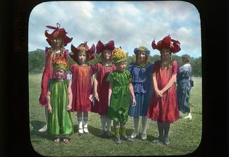 Children in flower costumes %283404637589%29