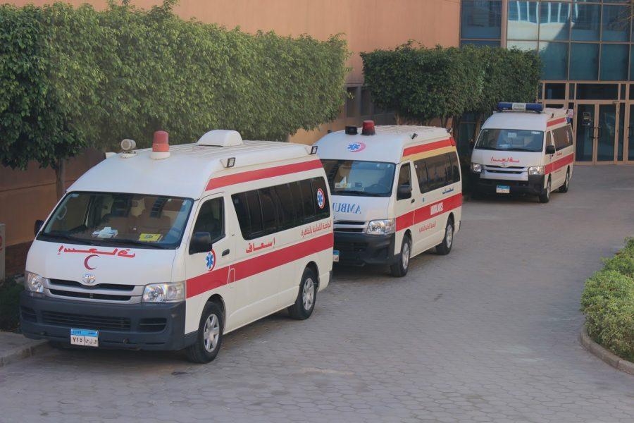 عربات الإسعاف الثلاث الموجودة داخل الجامعة