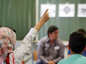Foto: Abschlussfeier zum ersten Zertifikatskurs Islamkunde in Hamm, Falkschule (2011).