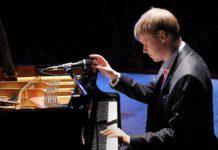Олег Аккуратов на Международном конкурсе пианистов