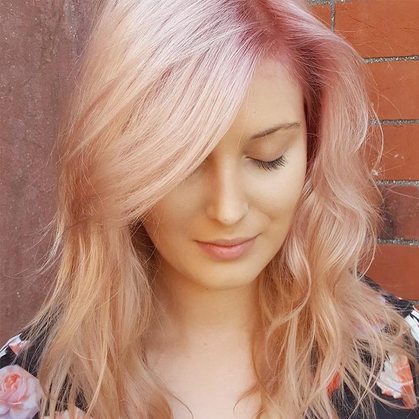 rose farbene Haare