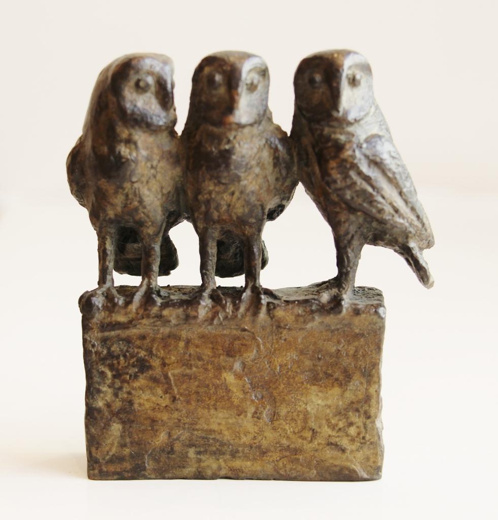 Loek bos  drie uiltjes zittend  brons  9 x 9 cm. e. 480 00
