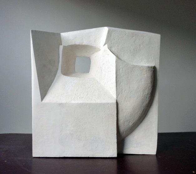 Vensterbeeld  cement  hoog 60 cm.