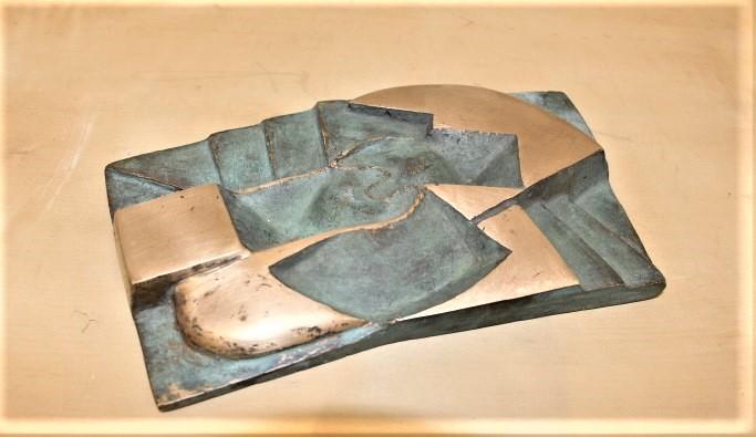 Marina van der kooi  landscape yin  brons  1 5 x 20 x 14 cm.  e. 750 00