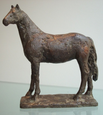 Gerry van der velden  paard luisterend  brons opl 7  hoogte 17 cm.  e. 700 00