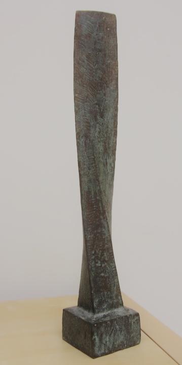 Gerry van der velden  verandering  oplage 1 van 5  brons  hoog 54 5 cm. breed 9 cm. diep 9 cm. %e2%82%ac 1250 00
