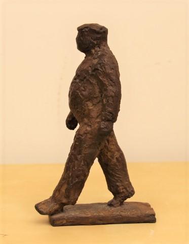 Gerry van der velden  lopende man  brons  hoog 21 cm. breed 12 cm. diep 8 cm. %e2%82%ac 650 00