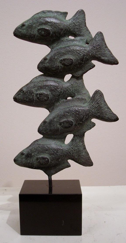 Karin beek  5 visjes  brons  hoog  16 cm. e. 850 00