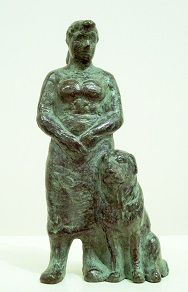 Karin beek  vrouw  staand   met hond  brons  hoog 13 x 9 cm.