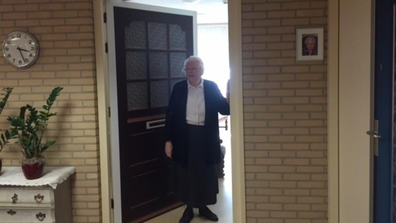Demente ouderen gelukkiger door 'opplakdeur' uit verleden