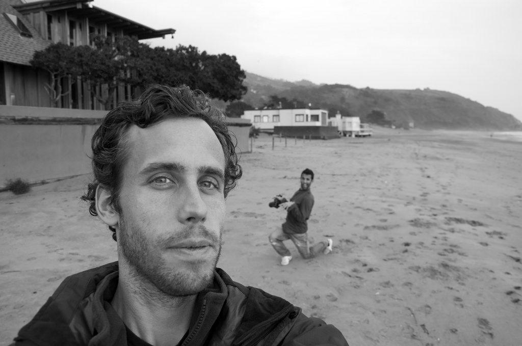 Fotobombing på stranden.