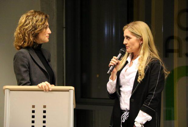 La periodista Helena Garcia Melero i la presidenta de Som Capaços, Rosa Cadenas