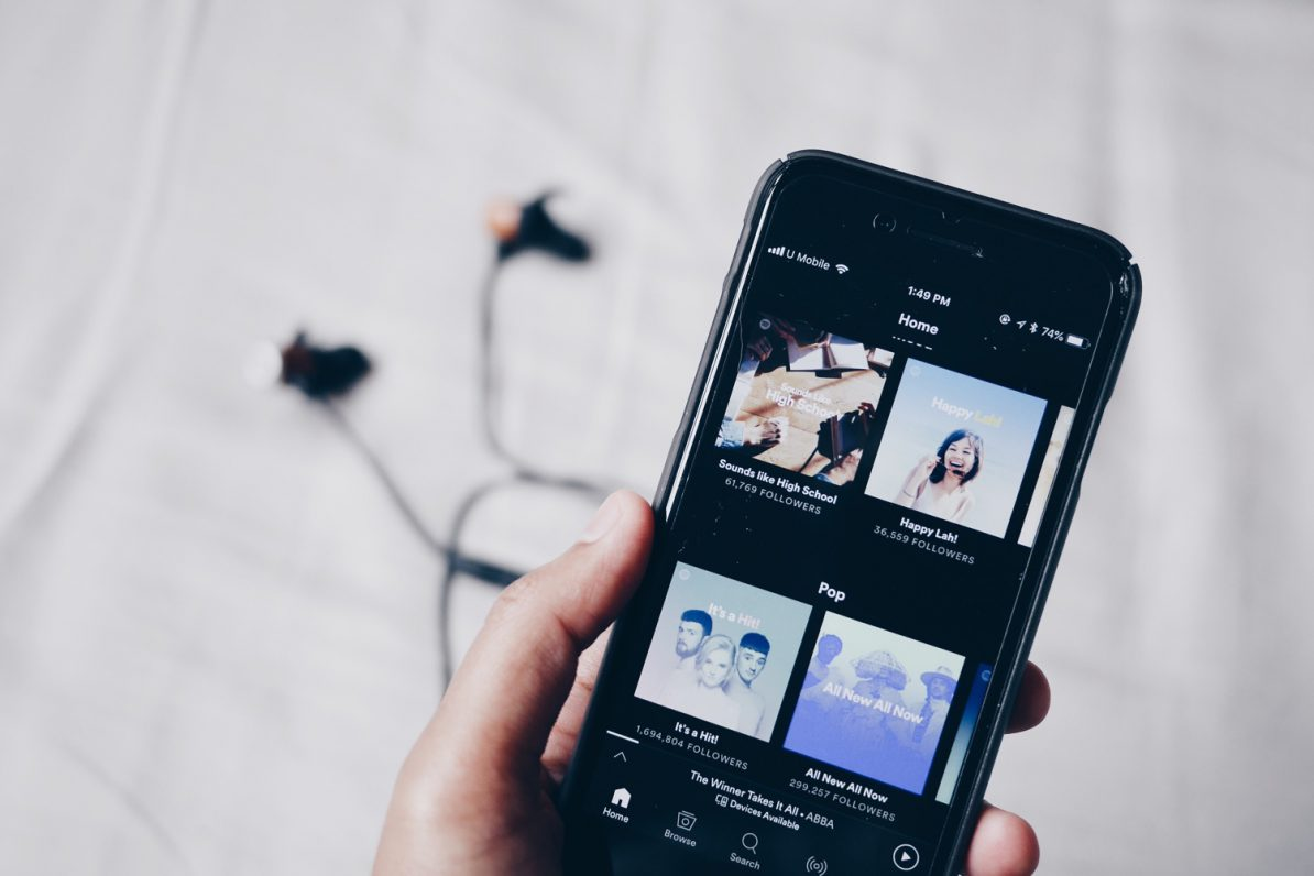 Player-Ansicht auf Smartphone in der Spotify-App. Foto: Jean/Unsplash
