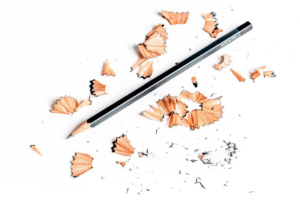 Bleistift und Spitzerreste. Foto: Tim Wright/Unsplash