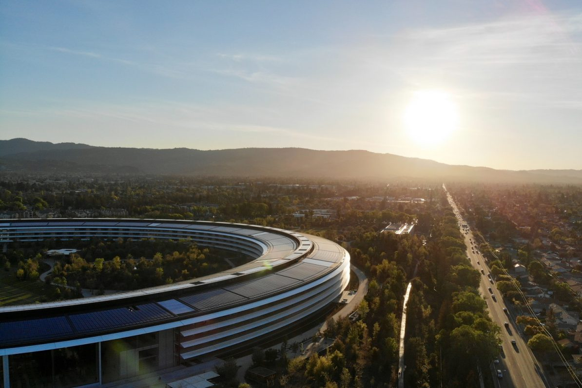 Ganz in der Nähe sitzen die Kuratoren von Apple News. Foto: Unsplash/Carles Rabada
