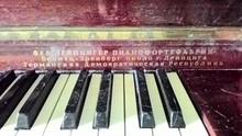 Rönisch фортепиано приблизительно 1960 орех