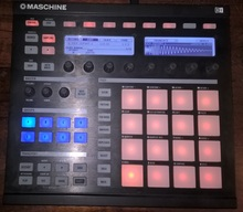 Native Instruments Maschine 2012 черный