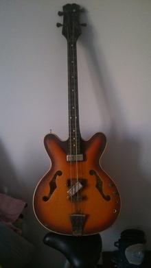 Мария полуакустическая бас-гитара