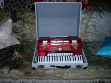 Stradella 1/16742 1966 красный перламутр