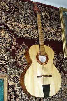 Шестиструнная гитара ручной работы