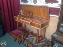 Мастеровой  клавесин  дерево