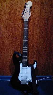 Yamaha EGG112  Черный