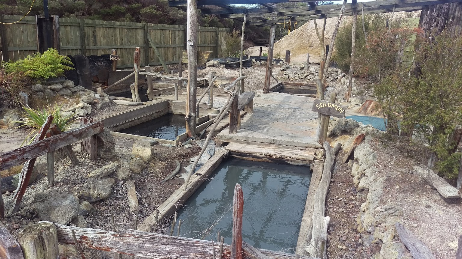Waiariki Hot Pools - Sami jsme se nevyfotili, tak aspon pro predstavu tady je fotka ukradena z https://goo.gl/maps/59J19oGuMtt