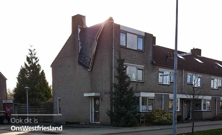 Dakbedekking waait van woning in Hoorn