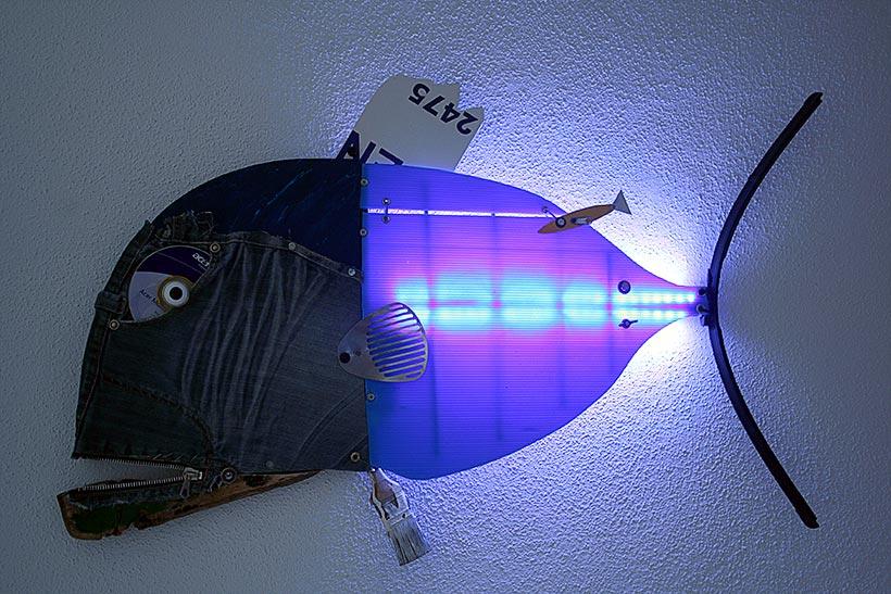 Wall Sculpture with Light. Scultura da parete con luce