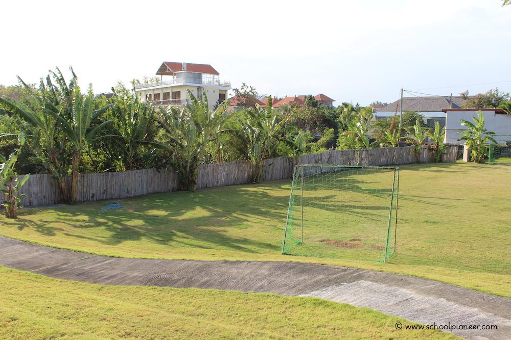 Grünanteil-des-Schulgeländes-Montessori-School-Bali