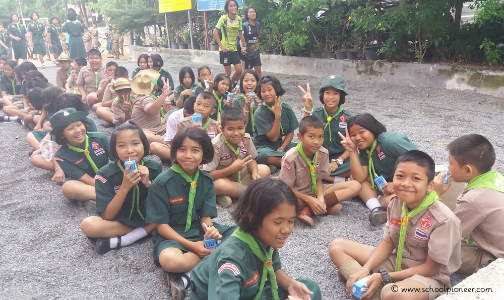 Trinkpause-nach-der-Versammlung-Ritual-Wat-Lamai-School