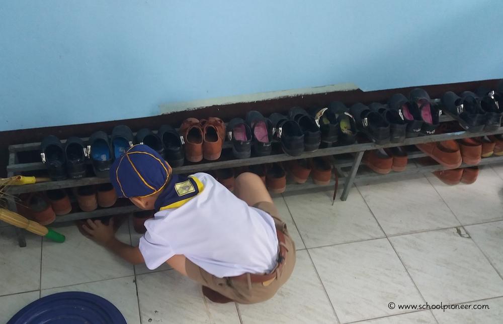 Schuhregal-Klassenzimmer-Wat-Lamai-School
