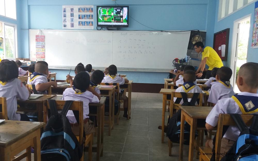 Film-im-Unterricht-Flachbild-TV-HDMI-Laptop-Wat-Lamai-School