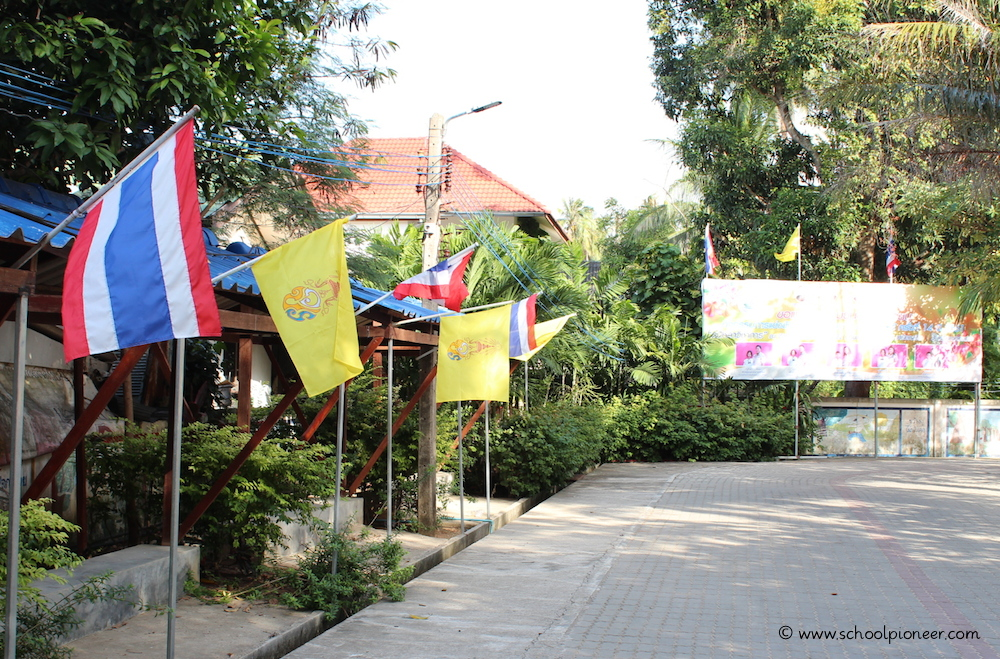 Landesflaggen-Thailand-Grundschule-Koh-Samui