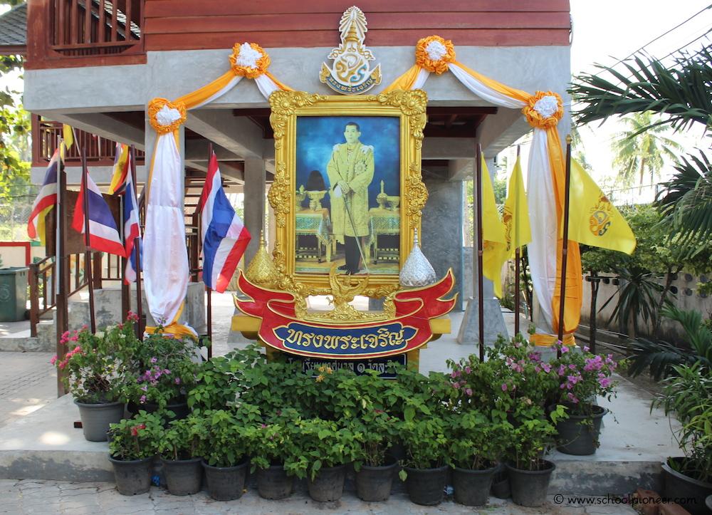 Königliches-Porträt-Thailand-Grundschule-Koh-Samui