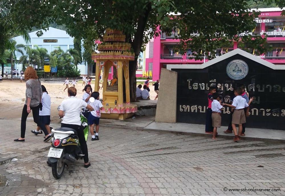Schulgelände-Wat-Lamai-Grundschule-Koh-Samui