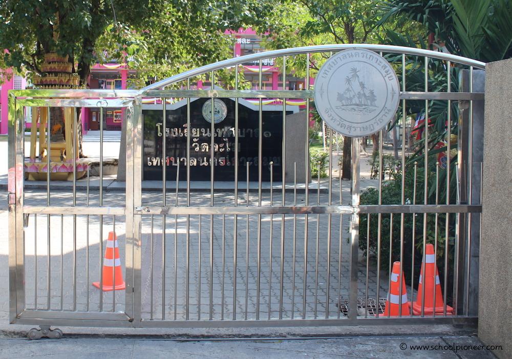 Tor-Schulgelände-Grundschule-Thailand-Wat-Lamai-Koh-Samui