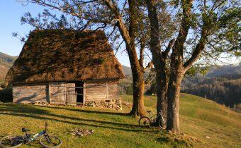 Octombrie pe bicicletă (1): Huda lui Papară și Vânătările Ponorului, Munții Apuseni