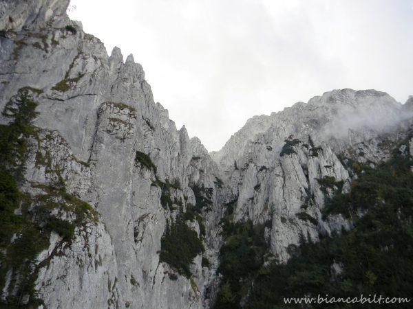 Padina lui Călineț, frumusețea ni se arată de la Scara de fier.