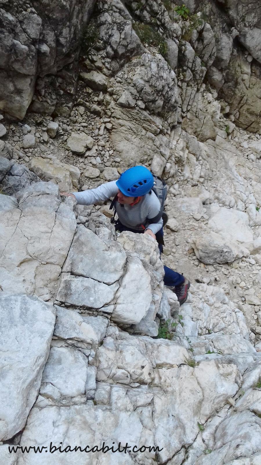 Nona în acțiune, alpinistă în devenire.