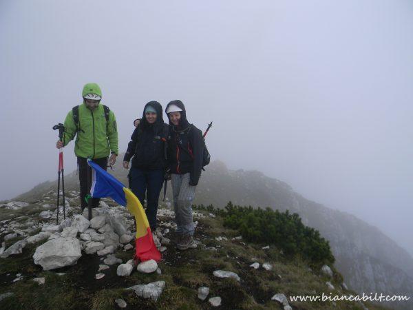 Vârful Ascuțit, primul Vârf cucerit de Nona, tocmai în Piatra Craiului, pe un traseu alpin. Merită felicitări!!