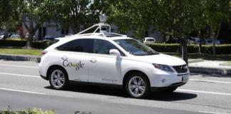 Google'ın Arabası Otobüse Çarptı