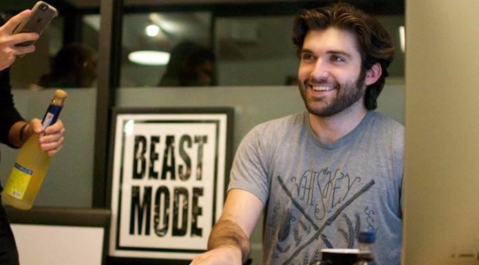 21 yaşındaki programcı Fresco News ile Fox TV ile büyük bir anlaşmaya imza attı