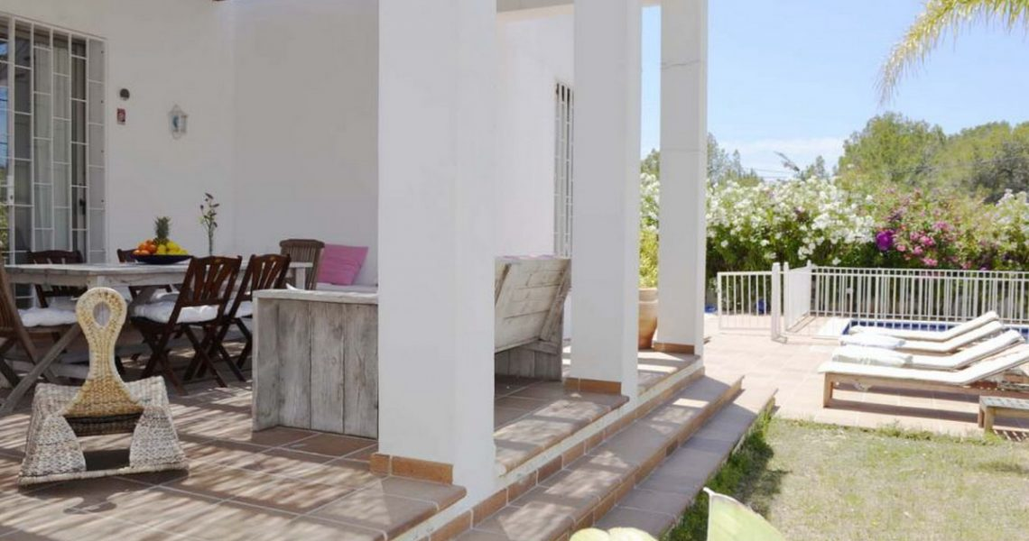 Holiday villa in Ibiza with pool and garden close to Cala Bassa