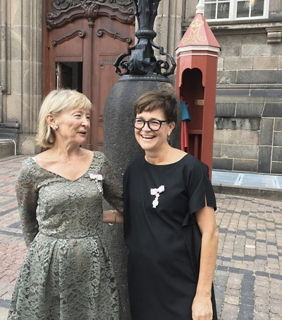 Ingelise Bogason, chairman of the board of Aarhus School of Architecture, (left) has been awarded a Knight's Cross together with Mette Kynne Frandsen, CEO and partner in Henning Larsen (right).