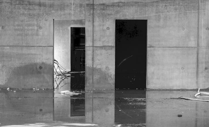 Støbningen af beton foregår fortrinsvist på selve byggepladsen, hvilket giver en flot finish og overflade.